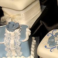 Mini-cakes and cupcakes